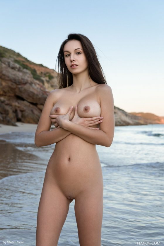 Alisa I Nude In A Secret Cove Femjoy Model Pictures